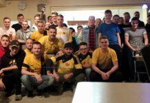 34 Sportler von unterschiedlichen Vereinen der Region fanden sich im Clubheim vor den Bildschirmen zusammen. Foto: Zeiß