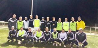 Mit 19 Spielern startete das FCL-Trainerteam um Cheftrainer Andre Popp und Co-Trainer Stefan Mulder am gestrigen Dienstag in die Vorbereitung. FCL-Bild: Mika Popp.