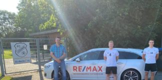 Florian Harberts (Mitte) und FCL-Kapitän Thorsten Zeiß (rechts) freuen sich über das Sponsoring der Firma Remax und ihres Geschäftsführers Marcel Meyer (links). FCL-Bild: Mirko Weets