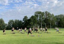 Unseren Mannen liefen sich bei der knackigen Step-Einheit von Trainerin Ilona Popp die Beine heiß. FCL-Bild: Lukas Harberts
