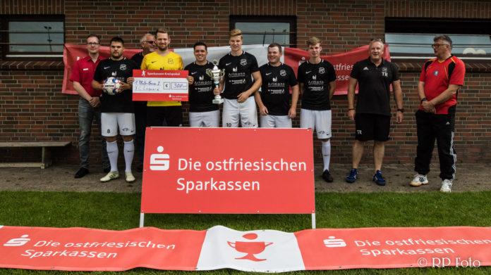 Unser FC Loquard sichert sich hochverdient den Sparkassen-Pokal der Spielzeit 2019/2020. FCL-Bild: Reiner Poets