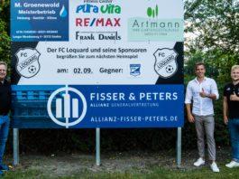 Joachim Harberts, Heiko Peters und Florian Harberts (von links) freuen sich auf die zukünftige Partnerschaft. FCL-Bild: Reiner Poets