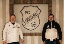 Unser Vorsitzender Joachim Harberts (links) freut sich mit Marcel Wies (rechts) über den Neuzugang der etwas anderen Art. FCL-Bild: Reiner Poets