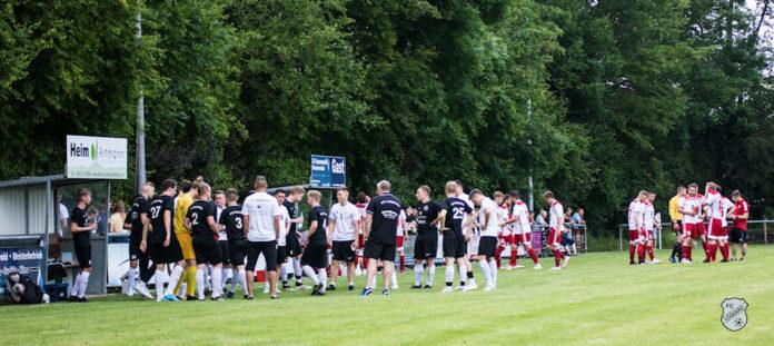 Willkommene Abkühlung für beide Teams in einer der beiden Drittel-Pausen. FCL-Bild: Reiner Poets