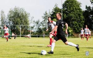 FCL-Torjäger Potinius auf dem Weg zum 6:0-Endstand. FCL-Bild: Reiner Poets