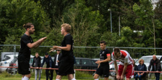 Chris Huber (links) und Torschütze Marco Harberts (2. von links) bejubeln den FCL-Führungstreffer. FCL-Bild: Reiner Poets