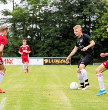 Marco Harberts erhöhte in Mittelstürmer-Manier mit seinem rechten Knie auf 2:0 für unsere Mannen. FCL-Bild: Reiner Poets