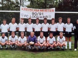 Unsere Meistermannschaft der Saison 1990/1991, der mit dem Titelgewinn der Aufstieg in die damalige Bezirksklasse gelang, forciert mehr als 30 Jahre später den erneuten Schulterschluss und kehrt gemeinsam auf unser Loquarder Grün zurück.